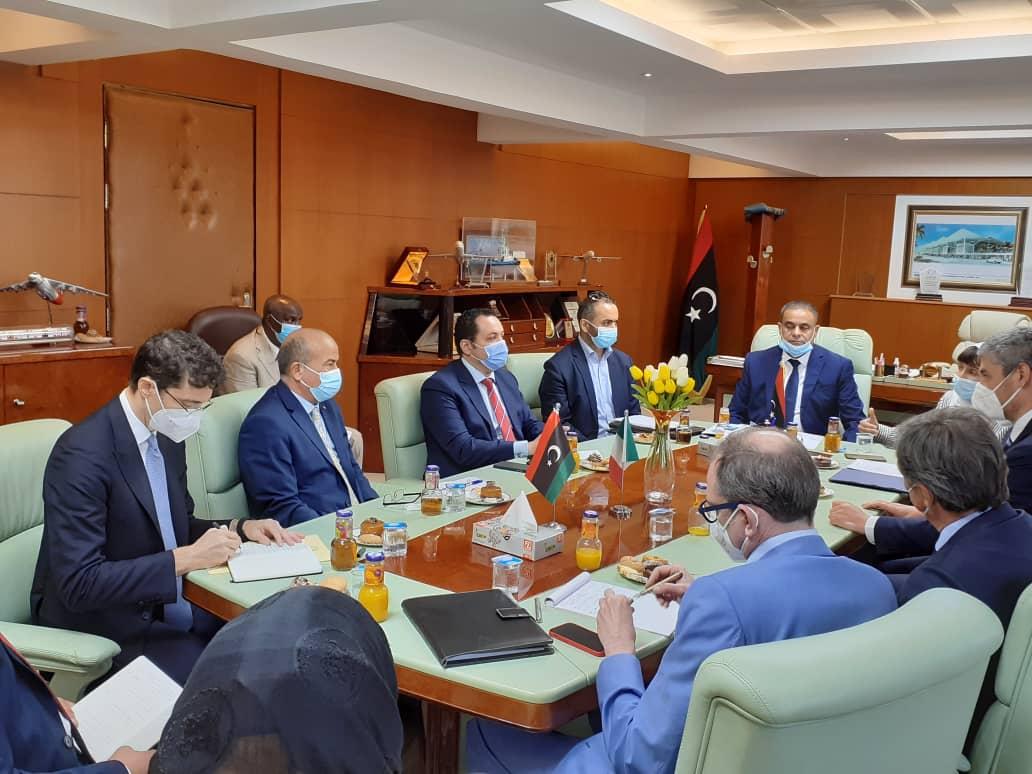 اجتمع السيد معالي وزير المواصلات مع السيد / جوزيبي بوتشينو سفير جمهورية ايطاليا لدى ليبيا رفقة وفد رفيع المستوى يمثل هيئة الطيران المدني الايطالي