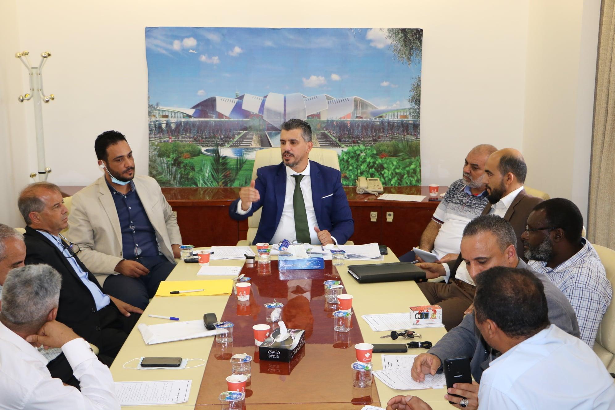 وكيل الوزارة لشؤون الديوان و النقل البحري يلتقي بمدراء مكاتب المواصلات بالمناطق